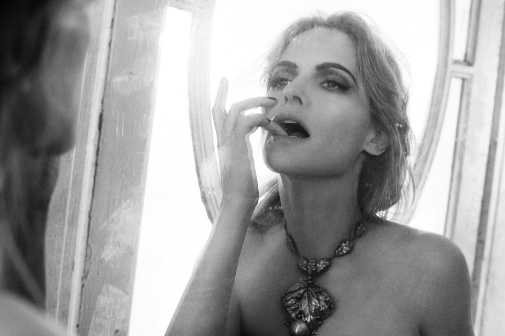 Jennifer Jason Leigh - Italian Vogue9